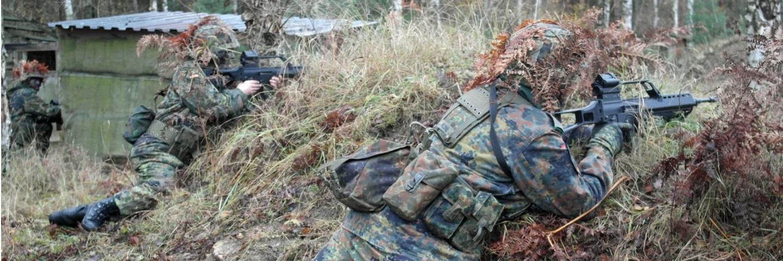 Reservisten auf der Waldkampfbahn