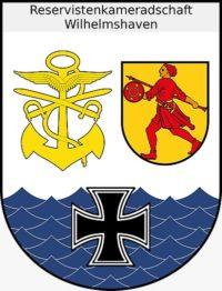 Wappen der RK Wilhelmshaven . Rechts das Stadtwappen von Wilhelmshaven , Links die Elemente der drei Truppengattungen Marine, Heer und Luftwaffe. Unten das Eiserne Kreuz für die Reserve , dahinter stilisierte Wellen für die Verbundenheit der RK mit dem Meer