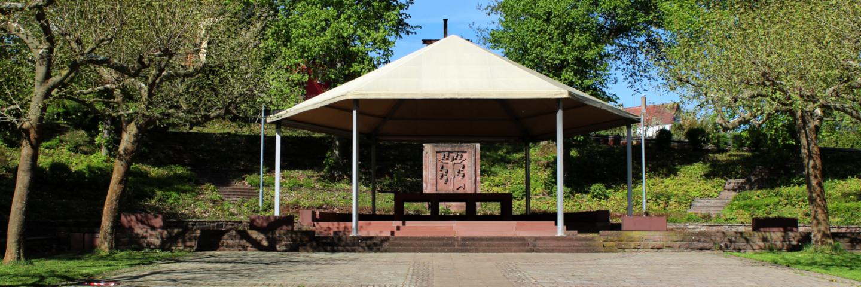 Blick auf den Altar auf dem Wallfahrtsplatz in Walldürn.