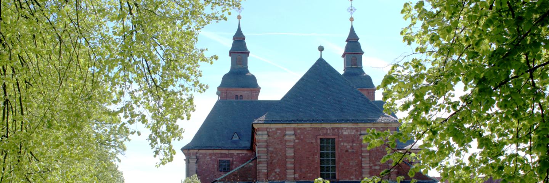 Die Basilika von oberhalb des Altars auf dem Wallfahrtspaltz gesehen.