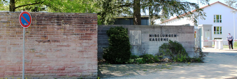 Das Haupttor der Nibelungen-Kaserne. Unsere Kaserne ist der Grund, dass sich die Heimat der Reservistenkameradschaft Walldürn sich 'Wallfahrts- und Garnisonsstadt' nennt.