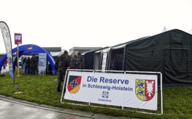 Infostand der Reserve in Schleswig-Holstein