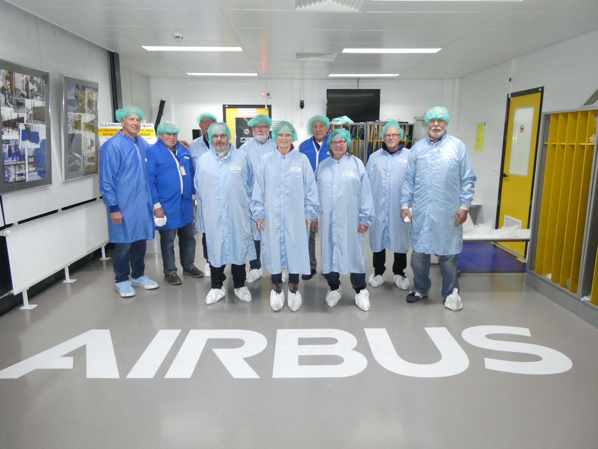 Teilnehmer der Besichtigung der Airbus-Abteilung DS
