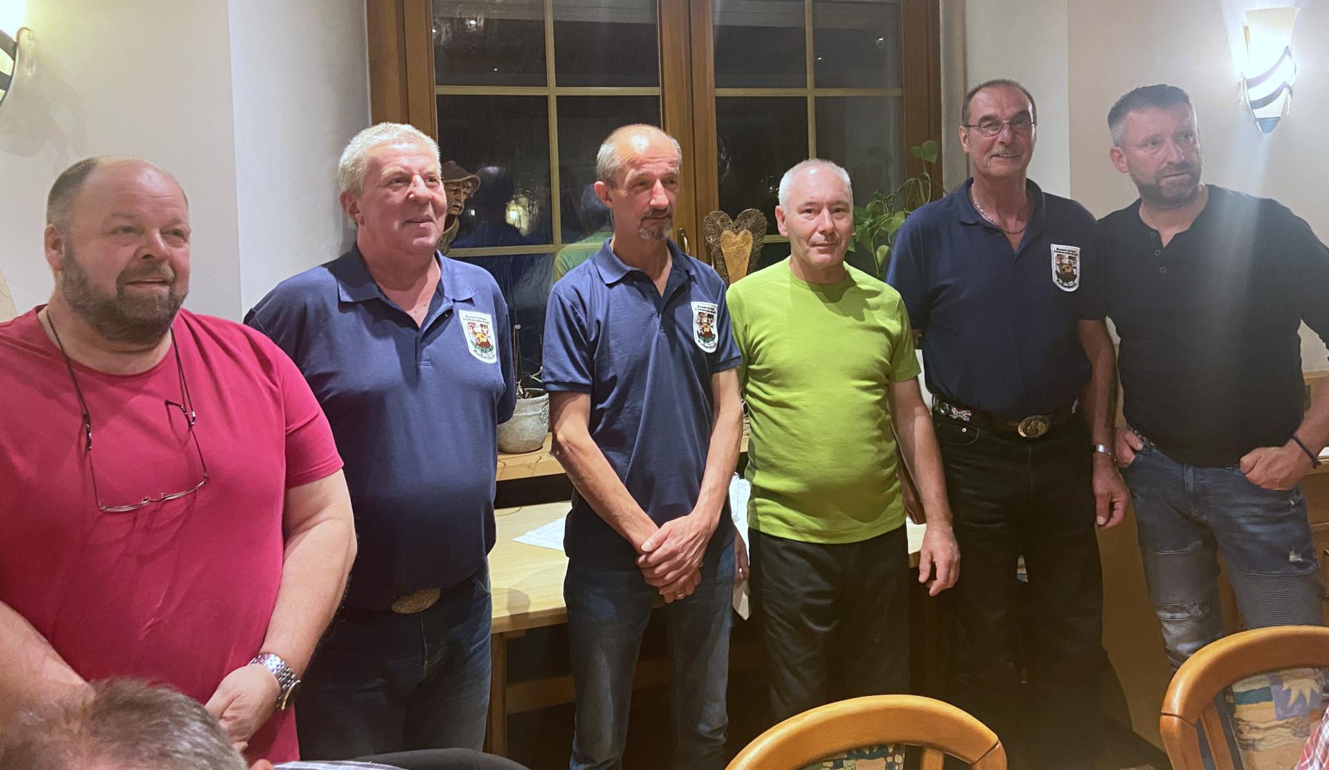 Die Treuenadel erhielten von links nach rechts: Kurt Geis, Wolfgang Rüb, Roland Wünsch, Axel Roth, Günter Schäfer mit Vorsitzenden Klaus Hopf